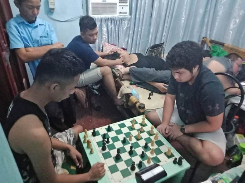LATE NIGHT PREPARATION. The Davao woodpushers show prolific improvement in 960 Fischerandom chess that keys the downfall of Cagayan de Oro's finest in their rematch online battle. (File Photo)