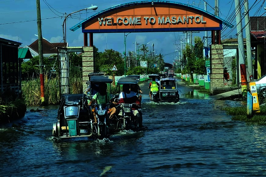 Monsoon rains and high tide for the past few days flooded all the 26 barangays of Masantol town Pampanga. Reports from the PDRRMO also monitored floodings in other towns in the province. (Chris Navarro)