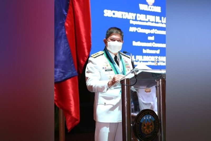 MANILA. New Armed Forces Chief of Staff Gilbert Gapay delivers a speech during the turnover of command on August 3, 2020. (Photo from AFP)