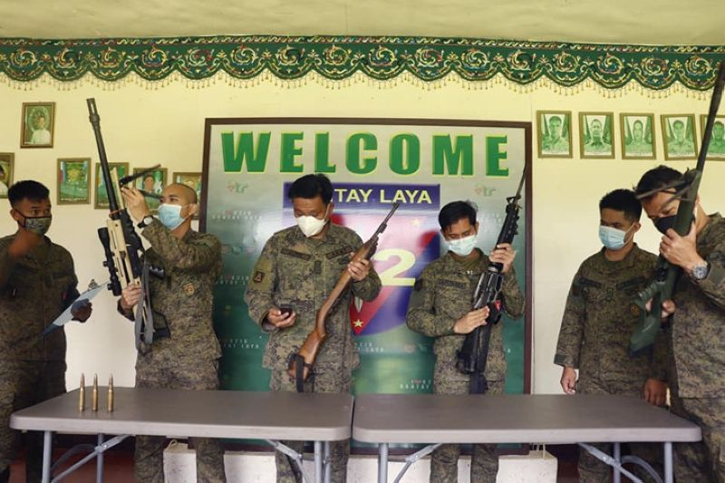ZAMBOANGA. Two town officials in the province of Lanao del Sur turnover Saturday, August 1, four high-powered firearms to military authorities in the province. A photo handout shows Lt. Col. Rafman Altre, 82nd Infantry Battalion commander (3rd from left) leads the inspection of the firearms that were turned over to his command. (SunStar Zamboanga)