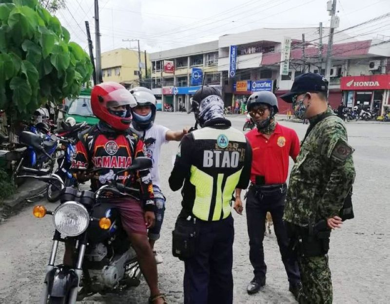 NO BARRIER. The Bacolod Traffic Authority Office (BTAO) arrest 86 violators of the new back-riding policy for failure to install barriers as part of the measures to protect riders against coronavirus disease (Covid-19). BTAO photo