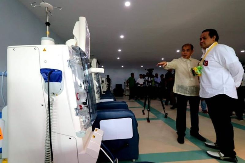 LIFELINES. The Cebu City Government's plan to open two dialysis centers in August improves citizens'  access to affordable, safe dialysis treatments. Since dialysis cannot cure kidney diseases, City Hall should partner with stakeholders to push for renal health education to manage the epidemic of kidney diseases, the sixth leading cause of Filipino deaths. (File photo)