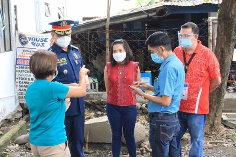 CAGAYAN DE ORO. Mayor Oscar Moreno on Monday, August 10, conducted an ocular inspection at the Lumbia City Jail together with Acting City Health Officer  Dr. Lorraine Nery, Councilor Maria Lourdes Gaane, City Health Office medical officer Dr. Ted Yu and City Health Insurance chief Dr. William Bernardo. (Photo by City Information Office)