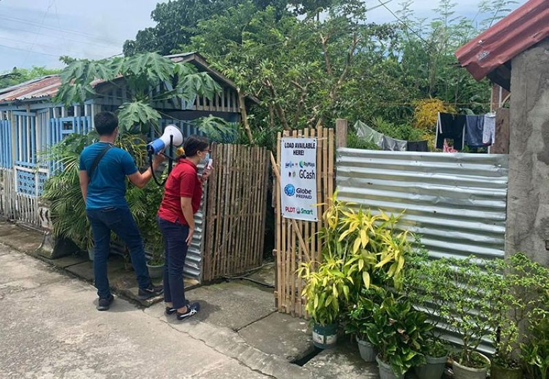 LEYTE. Mayor Lovely Ann Yu of Alangalang, Leyte personally leads the information drive in one of their villages that was placed in a temporary lockdown on August 13, 2020. (Photo by Lovely Alangalang Facebook page)
