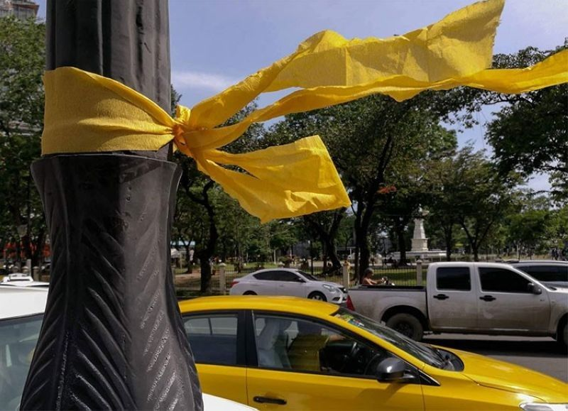 CEBU. Filipinos tied yellow ribbons around trees to welcome Benigno Aquino Jr. home on August 21, 1983. He was shot dead upon his arrival, sparking massive protests that led to the downfall of the late dictator Ferdinand Marcos. (SunStar File Photo)