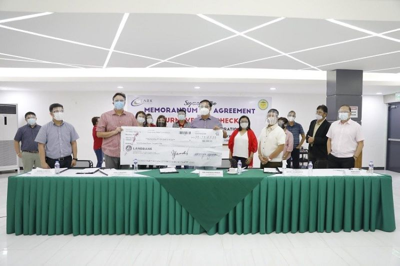 EDUCATION PROGRAM. Clark Development Corporation (CDC) expands horizons in its Corporate Social Responsibility (CSR) programs as President and CEO Noel F. Manankil (3rd from left) led the turnover of check to Santa Rosa Municipal Mayor Josefino M. Angeles (center). Also in the photo are CDC Director Nestor I. Villaroman Jr. (5th from right), CDC AVP for External Affairs Rommel C. Narciso (2nd from left), CDC Communications Head Noel G. Tulabut (1st from left) and Santa Rosa Municipal Administrator Argee Esquejo (1st from right). A total of 28 scholars from Nueva Ecija University of Science and Technology will be given educational assistance. The state firm also has CSR programs in various parts of Pampanga and Tarlac provinces. (CDC-CD)