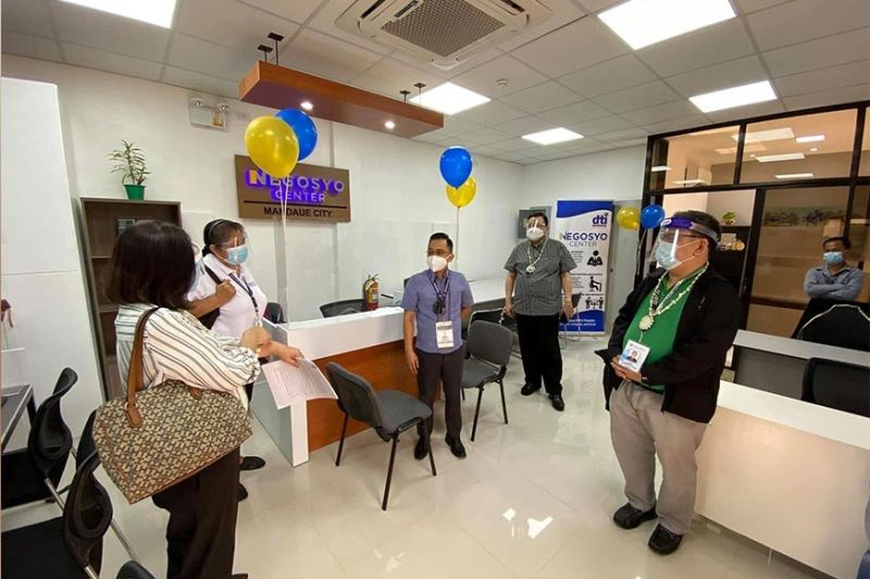 TIMELY. The opening of the 29th Negosyo Center in Cebu in Mandaue City is a timely development as local businesses in the city are gradually resuming business operations. Mandaue City Mayor Jonas Cortes, center, graces the opening of the business hub. (CONTRIBUTED, DTI-CEBU)