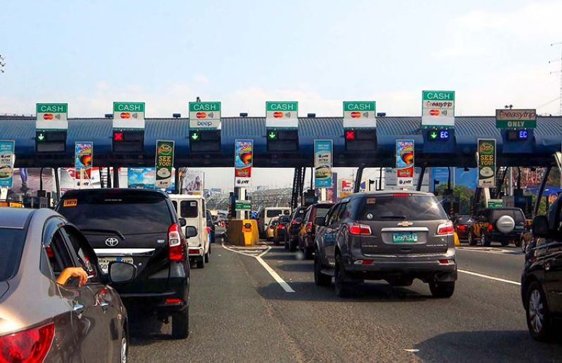 PAMPANGA. Local government units and business groups have endorsed cashless and contactless transactions at expressways. (NLEx photo)