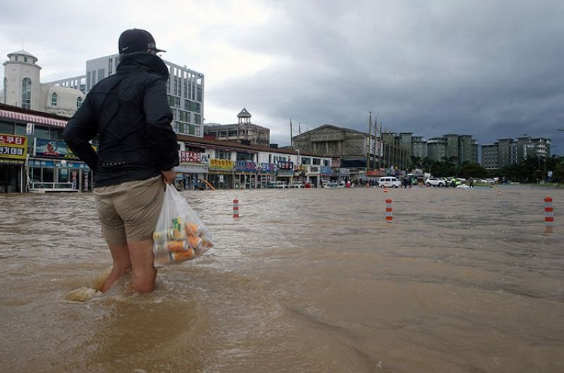 SOUTH KOREA. A citizen walks through a flooded area in Gangneung, South Korea, Thursday, September 3, 2020. A powerful typhoon ripped through South Korea's southern and eastern coasts with tree-snapping winds and flooding rains Thursday, knocking out power to thousands of homes. (AP)