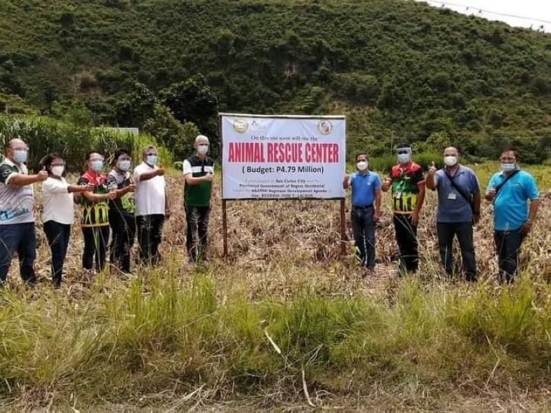 BACOLOD. Negros Occidental Governor Eugenio Jose Lacson (fifth from right) and Provincial Veterinarian Renante Decena (fourth from right) lead the site visit for the P4.79 million Animal Rescue Center at Barangay Rizal in San Carlos City on September 3, 2020. (Contributed Photo)