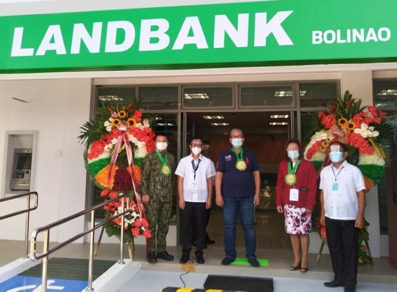 LANDBANK BOLINAO INAUGURATION. Bolinao Mayor Alfonso Celeste (center) and LandBank North Luzon Branches Group FVP Ma. Belma T. Turla (2nd from right) lead the official inauguration of the new LandBank Bolinao Branch. Joining them are (from L-R) Bolinao Police Chief Major Dennis Cabigat, Landbank Bolinao Branch Head Johnny Lim and LandBank Alaminos Branch Head Roehl Bautista. (Contributed photo)