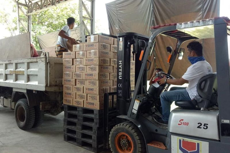 FOOD AID. Personnel of the Department of Social Welfare and Development 7 load family food packs into a truck. The food packs are for poor families affected by the coronavirus disease 2019 pandemic. (Contributed)
