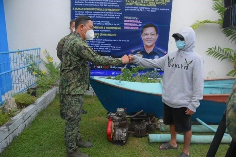 PEACE BUMP. Police Regional Office 7 Director Albert (left) fist-bumps with high-ranking New People's Army leader Joseph Gulle Galagar, who surrendered to the Bohol Police Provincial Office on Monday, Sept. 14, 2020. (Contributed)