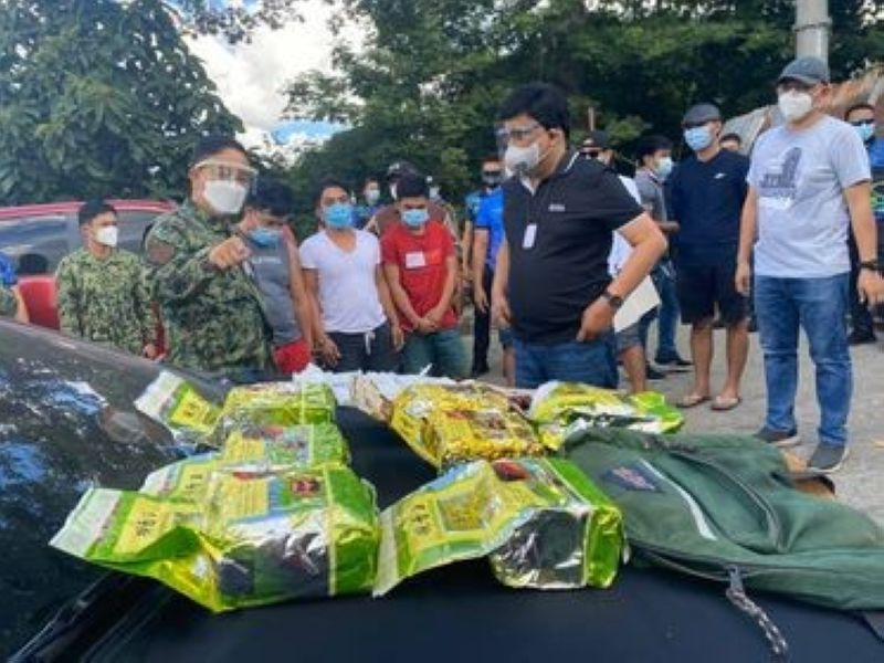ILLEGAL DRUGS. Police Regional Office 7 Director Albert Ignatius Ferro (left) and Cebu City Mayor Edgardo Labella inspect the illegal drugs seized from three suspects in Barangay Guadalupe Sunday morning, Sept. 20, 2020. (Benjie Talisic)