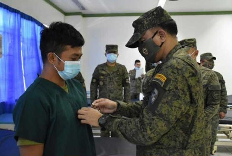 ZAMBOANGA. The Joint Task Force (JTF) Sulu on Tuesday, September 22, honors two soldiers of the 45th Infantry Battalion for gallantry in action against the Abu Sayyaf bandits. A photo handout shows Brigadier General William Gonzalez, JTF Sulu commander (right) pins a medal to one of the two awardees at Camp General Bautista Station Hospital in Jolo, Sulu. (SunStar Zamboanga)