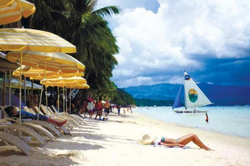 WELCOME BACK. To mark the country's gradual reopening of domestic tourism, the Department of Tourism has announced the reopening of one of the world's top rated and highly acclaimed tourist destinations, the Boracay Island, on Oct. 1. /SunStar File