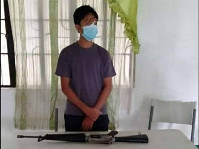 ZAMBOANGA. A teenage member of the Dawlah Islamiyah surrenders to military authorities Monday, September 21, in Lanao del Sur. A photo handout shows the teenager, alias Ibno Khalid, and his firearm during his surrender facilitated by the Army's 103rd Infantry Brigade and Lanao del Sur Provincial Police Office. (SunStar Zamboanga)