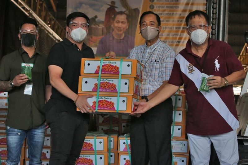 PAMPANGA. Department of Agriculture Secretary William Dar led the ceremonial send-off of the first batch of okra (ladyfinger) to be exported to Japan.  With him are (L-R) Jeffrey Fernandez and Rap Pelayo of Jel Farms, and former Candaba (Pampanga) Mayor Jerry Pelayo. (Contributed photo)