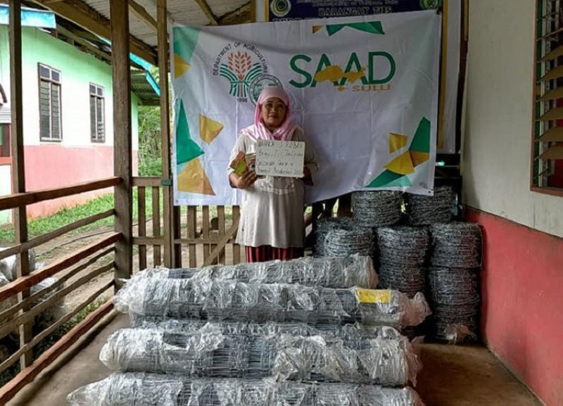 ZAMBOANGA. Sixty-three farmers from three villages in Talipao, Sulu recently receive more than P800,000 worth of livelihood assistance from the Department of Agriculture-Special Area for Agricultural Development. A photo handout shows one of the beneficiaries of the livelihood aid who is into cassava-corn-peanut integrated farming. (SunStar Zamboanga)