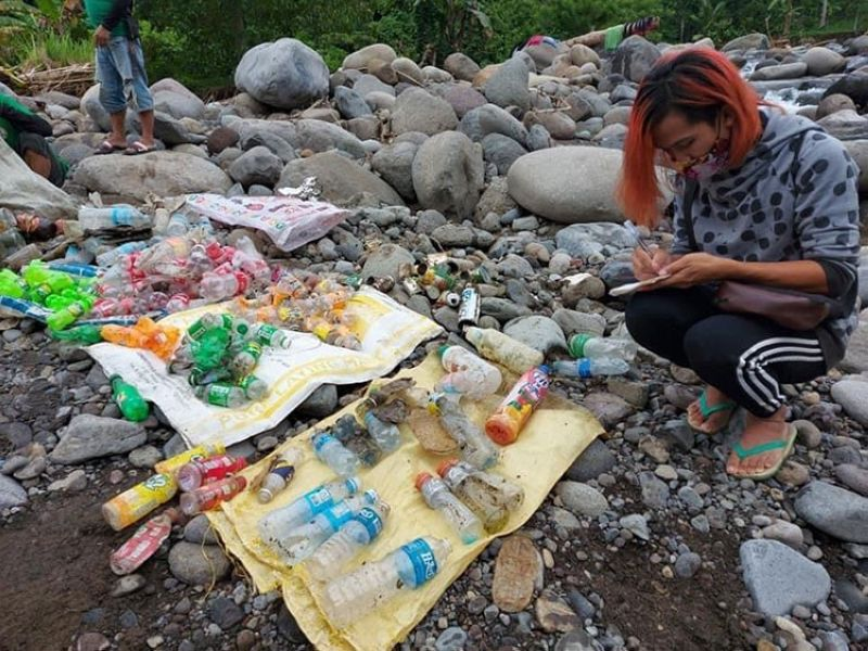 BRAND AUDIT. Plastic bottles accounted for 10 percent of the plastic wastes gathered on September 26, 2020, at the Panigan-Tamugan Watershed. (Idis Photo)