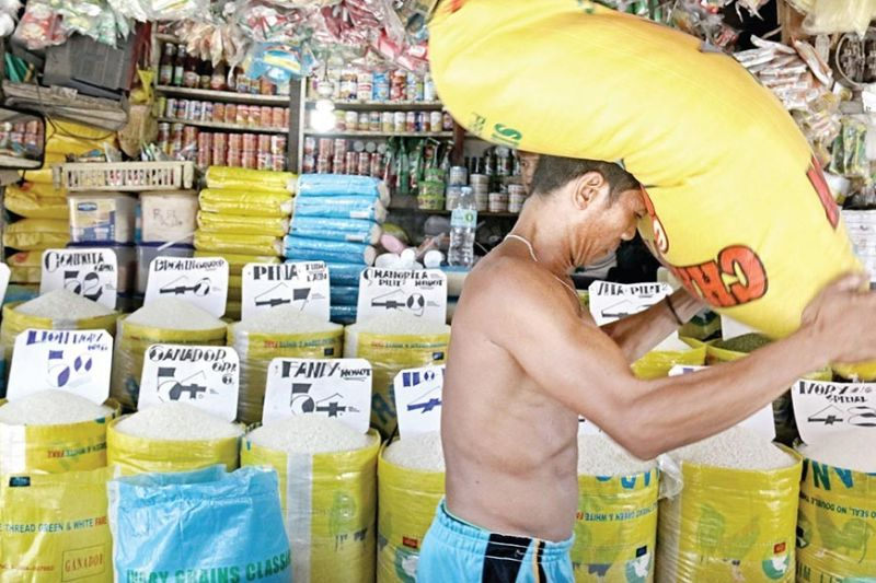 NO COMPLAINTS. Department of Agricuture 7 Director Salvador Diputado says farmers in Central Visayas are earning enough and are not suffering from losses. (SunStar file)