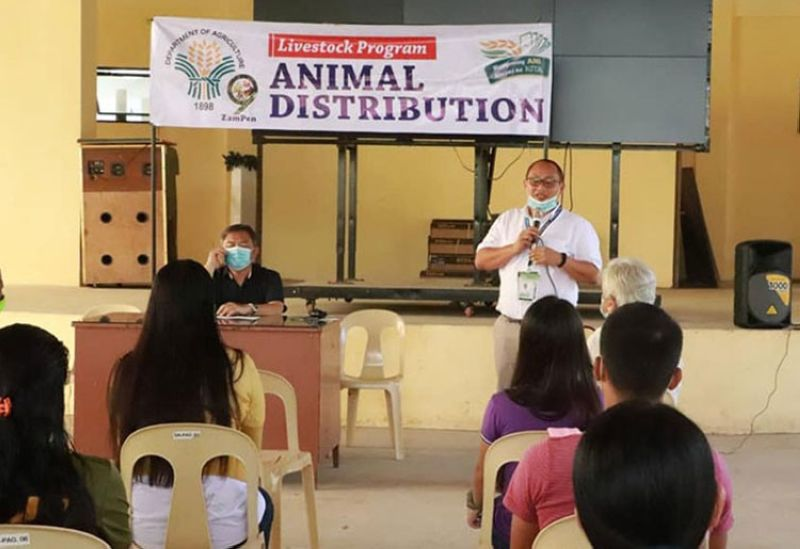 ZAMBOANGA. The Department of Agriculture-Zamboanga Peninsula, through its livestock program, turns over 30 heads of cattle Monday, October 5, to Matapat Farmers Association, whose members are former New People's Army rebels. A photo handouts shows DA Executive Director Rad Donn Cedeno (standing) orients the beneficiaries about the program. (SunStar Zamboanga)