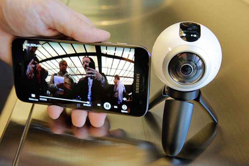 Samsung Galaxy S7 Edge mobile phone and Gear 360 portable 360-degree camera can take 360-degree photos and videos. (File Photo)