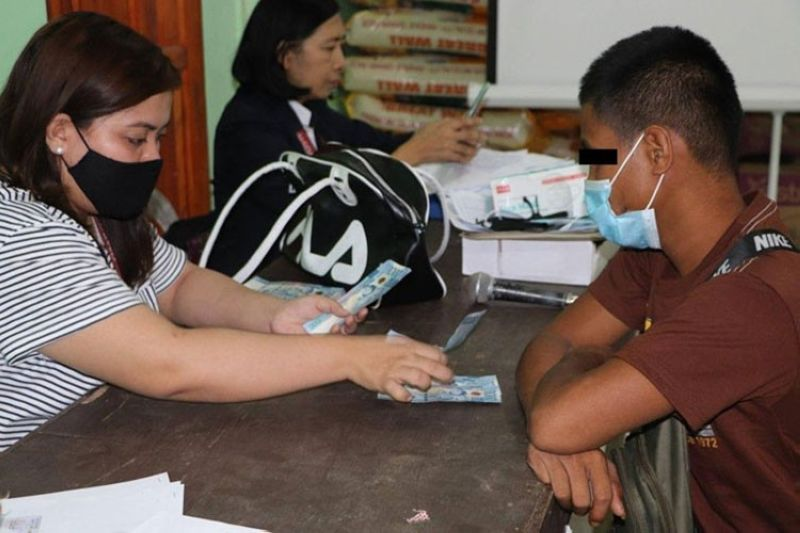 ZAMBOANGA. The Department of Social Welfare and Development (DSWD), through the Sustainable Livelihood Program, distributes P20,000 each to 11 former New People's Army (NPA) rebels in Zamboanga del Sur. A photo handout shows a DSWD staff counting the money to be given to one of the beneficiaries. (SunStar Zamboanga)