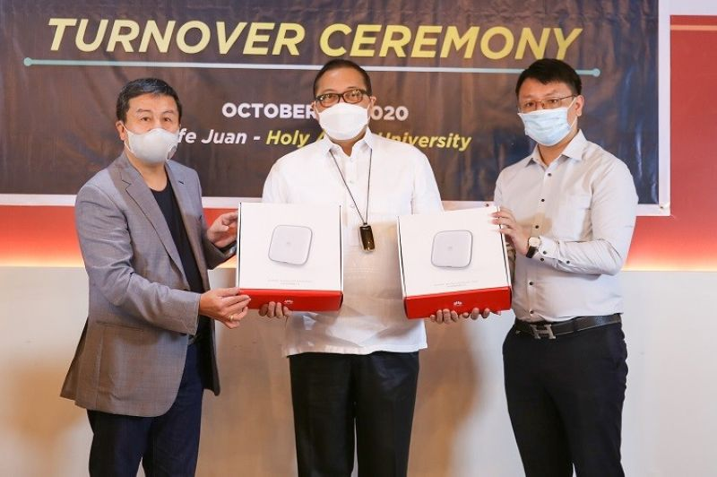 PAMPANGA. Dennis Anthony H. Uy (L), Converge ICT Solutions founder and chief executive officer, together with Huawei ISP Director Roby Sun (R) hand over the modems to Holy Angel University President Dr. Luis Maria Calingo that will be installed in strategic areas of the university. (Contributed photo)