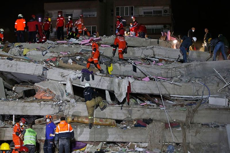 TURKEY. Members of rescue services search in the debris of a collapsed building for survivors in Izmir, Turkey, early Saturday, October 31, 2020. (AP)