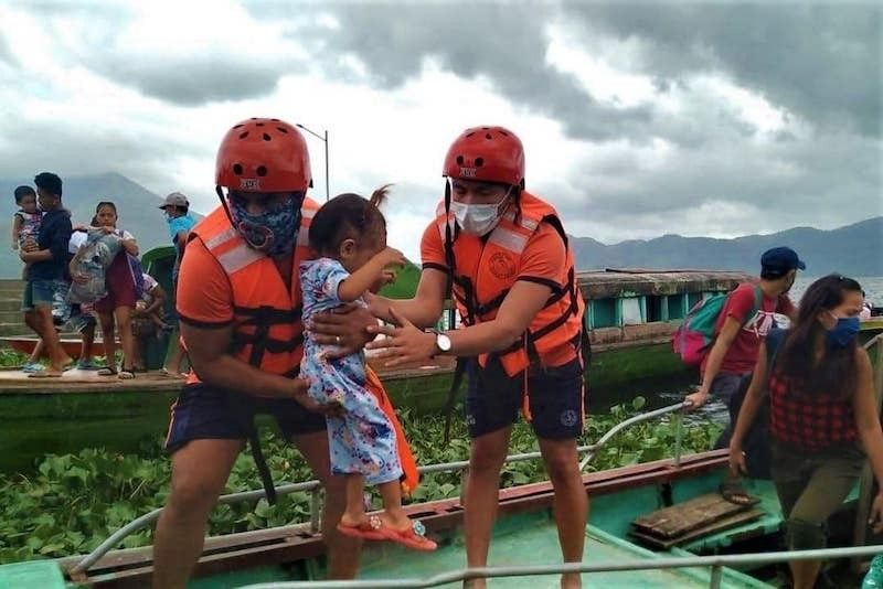 BICOL. Philippine Coast Guard personnel take part in the preemptive evacuation of residents in the path of Typhoon Rolly (Goni), the strongest typhoon in the world in 2020. (PCG Photo)