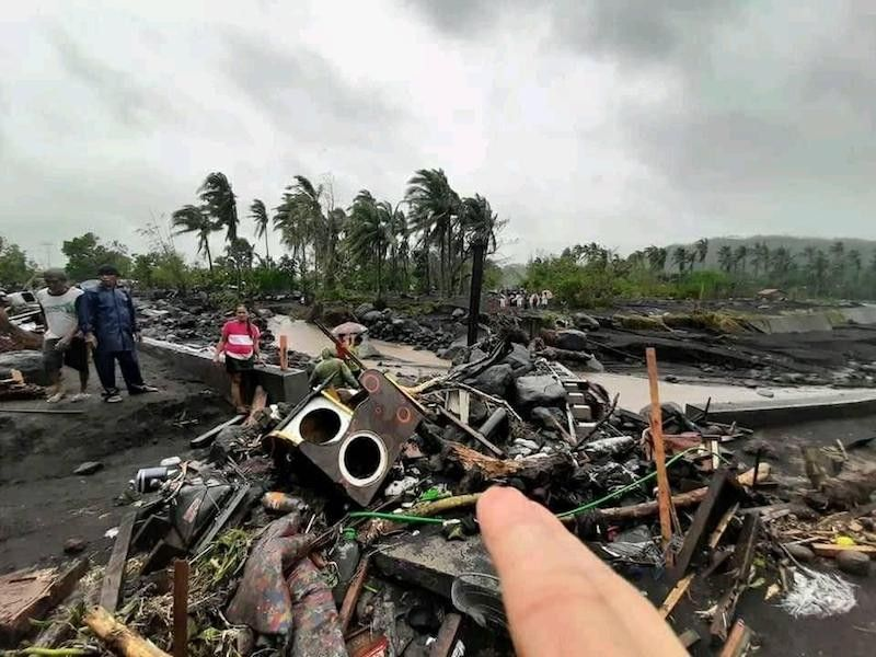 BICOL. Debris in Albay province after tropical cyclone Rolly (Goni) hit Bicol region as a super typhoon. (Rizalinda Narvaez via PIA Bicol)