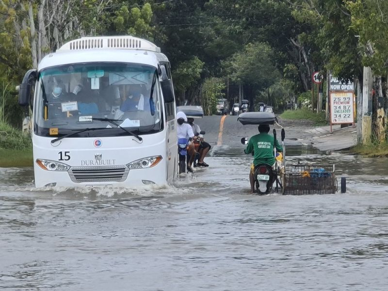 PAMPANGA. The coastal towns of Macabebe and Masantol in Pampanga remain flooded after Typhoon Rolly hit the country. (Chris Navarro)