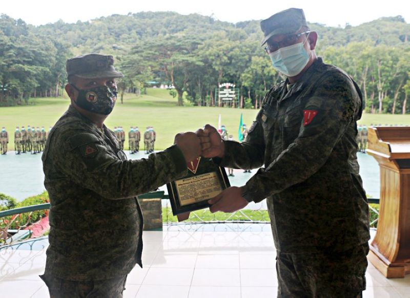 ZAMBOANGA. The 1st Infantry Division (ID) tenders Friday, October 30, a retirement ceremony to Master Sergeant Nelson Acasio (left), who is set to retire this month from the military service. A photo handout shows Colonel Pompeyo Jason Almagro, 1st Infantry Division chief-of-staff (right), congratulating Acasio during the ceremony. (SunStar Zamboanga)