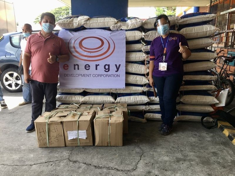 BAGO. EDC Community Partner Jayvi Valenzuela turned over 50 sacks of rice and 50 gallons of alcohol to Bago City Administrative Officer, Mr. Allan F. Seṅeres to help the city in its fight against Covid-19. (Contributed photo)