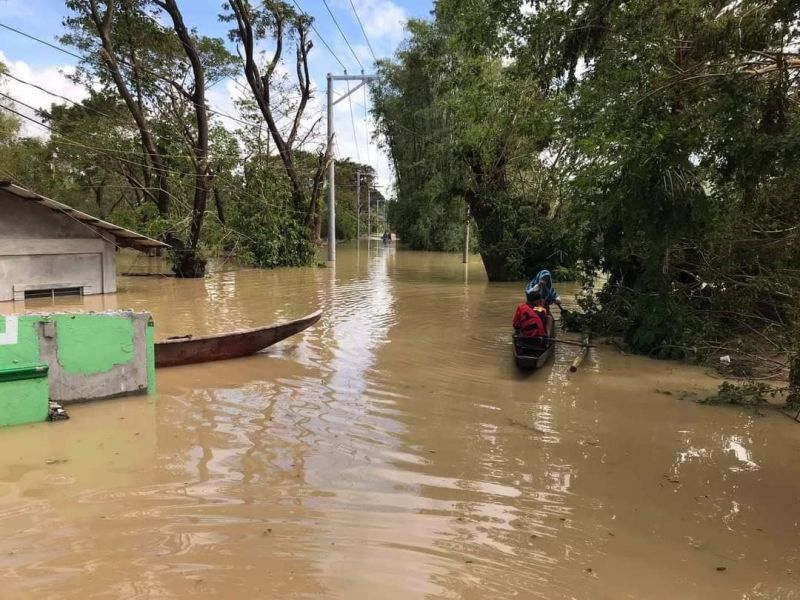 PAMPANGA. A man uses a wooden boat as a means of transportation after Typhooon Ulysses submerged houses, vehicles and roads in Barangay San Miguel, San Simon, Pampanga. (Contributed photo)