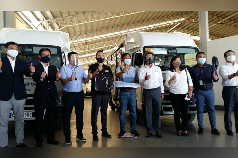 THUMBS UP FOR FUSO. Officials from Bagac Modernized Transport Services Inc., LausGroup, DBP and Mitsubishi Fuso are all thumbs up for the choice of the transport group. (JTD)