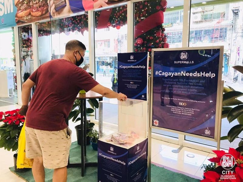 DONATION. A man makes a donation for the victims of Typhoon Ulysses in Cagayan province through a donation box at SM City Olongapo Downtown. (Contributed photo)
