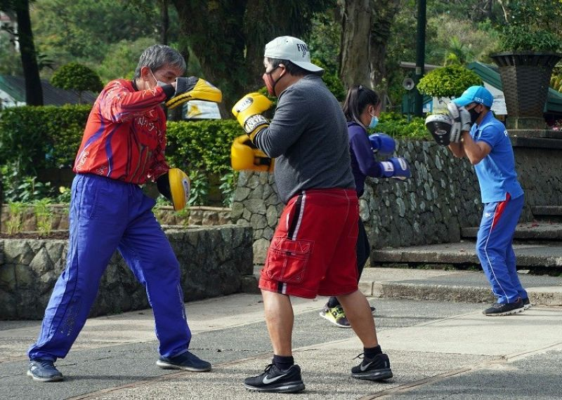BAGUIO. Some Baguio residents exercise at Burnham Park in an effort to stay fit and healthy amid threats of Covid-19. Health expert encourage exercise and proper diet to boost one's immune system. (Photo by Jean Nicole Cortes)