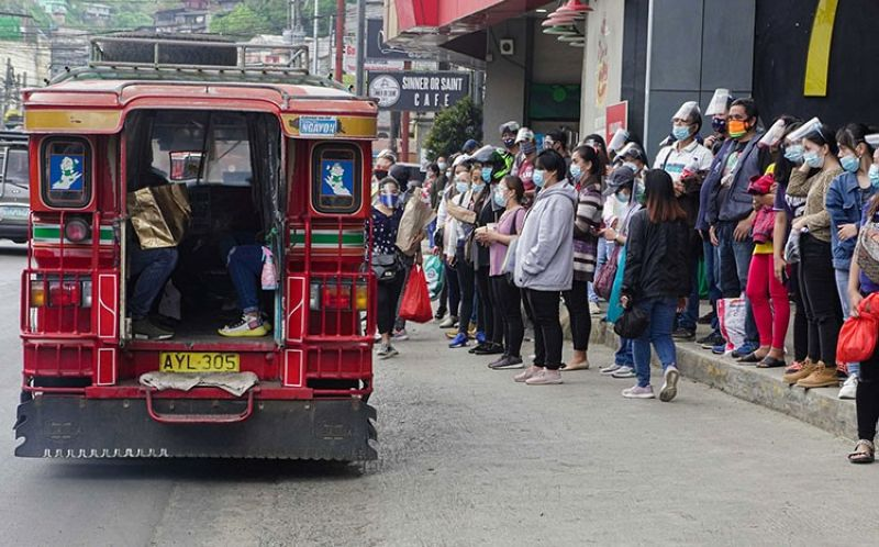 COMMUTERS CALVARY. With limited number of passenger jeeps in Benguet, commuters endure the long line while waiting for their ride. (Jean Nicole Cortes)