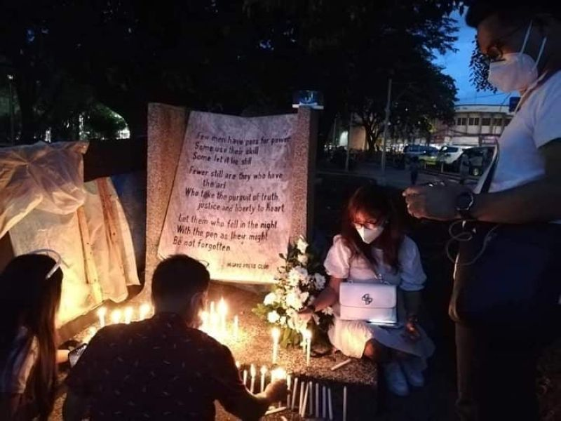 REMEMBERING MAGUINDANAO MASSACRE. Members of the Negros Press Club offer flowers and light 58 candles at the Marker of the Fallen Journalists at the Bacolod public plaza to commemorate the 11th year of Maguindanao massacre Monday, November 23, 2020. (NLG Photo)