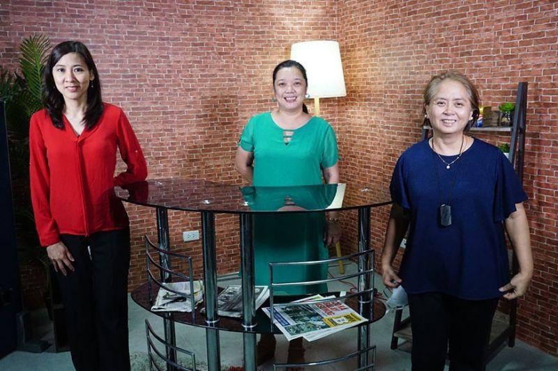 WINNERS: SunStar editors (gikan sa wala) Cherry Ann T. Lim, Michelle P. So ug Nini Cabaero minghakot sa major awards sa Globe Media Excellence Awards 2020. (Alex Badayos)