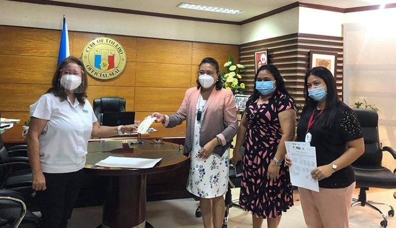 (From left) GBP Cebu Site Head Leah G. Diaz, Toledo City Mayor Marjorie