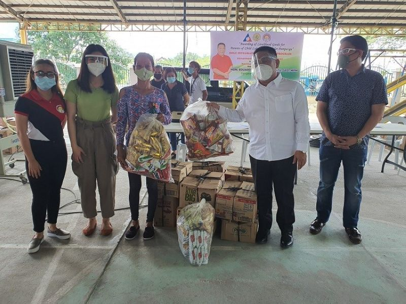 LIVELIHOOD. Parents of child laborers in Bacolor town receive livelihood assistance from the Department of Labor and Employment through Mayor Diman Datu. (Ian Ocampo Flora)