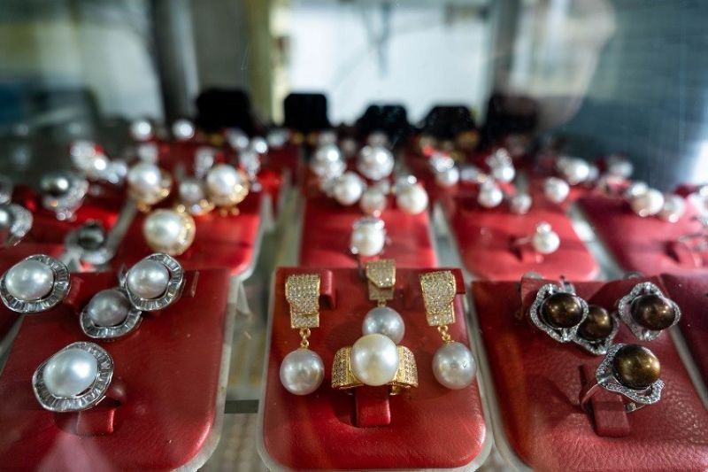 DAVAO.  Keep it classy with these South Sea Pearl set from Casan Gems & Pearl Collection. (Contributed photo)