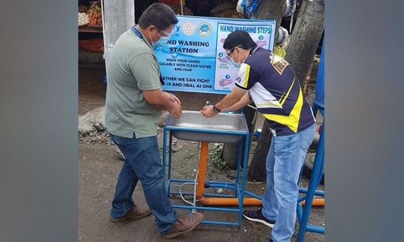 ZAMBOANGA. The Zamboanga City Water District and Rotary Club Zamboanga City-West donated Wednesday, December 2, seven handwashing stations in support to the City Government's fight against the coronavirus disease (Covid-19). A photo handout shows marketgoers wash their hands in one of the wash stations at the waterfront market of Zamboanga City. (SunStar Zamboanga)