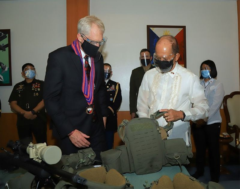 MANILA. Acting US Defense Secretary Christopher Miller turns over P1.38 billion ($29 million) worth of defense gears, including snipers and anti-IED equipment, to Department of National Defense Secretary Delfin Lorenzana to help boost the Philippines' defense capabilities. (Photo from DND Philippines Twitter account)
