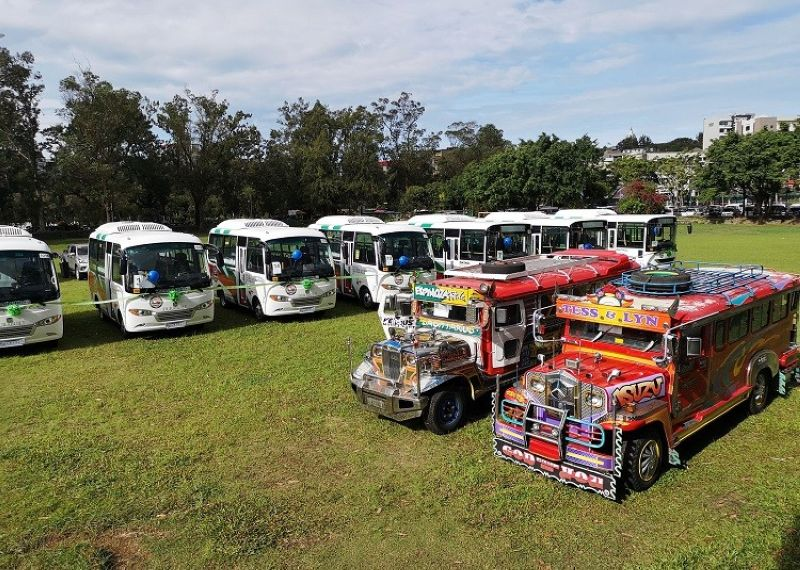 OLD AND NEW. Around 30 Euro 4 compliant brand new units will soon ply the Aurora Hill and Trancoville routes in Baguio City after the Cordillera Basic Sectors Transport Cooperative (CBSTC) formally received its certificate of franchise from the LTFRB. (Photo by Dave Leprozo Jr.)