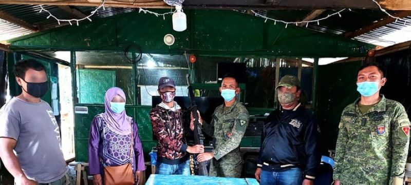 ZAMBOANGA. Eight supporters of the ISIS-inpsired Dawlah Islamiya surrender Thursday, December 10, to government troops in the town of Balindong, Lanao del Sur. A photo handout shows one of the surrenderers hands over a rifle to a military officer when they surrendered. (SunStar Zamboanga)
