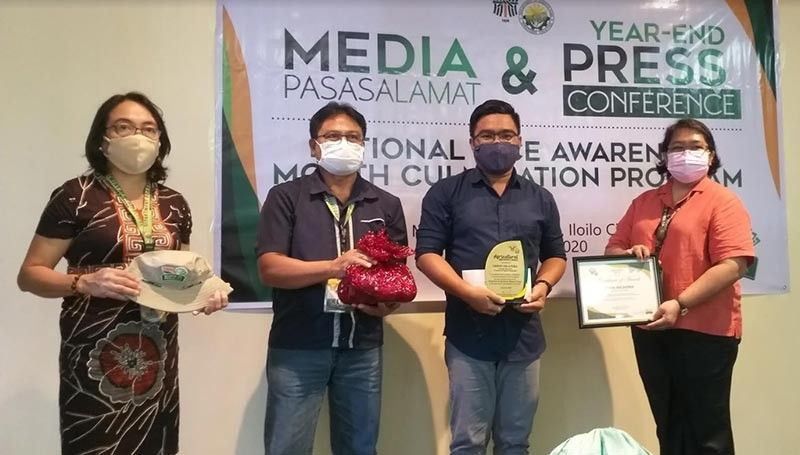 BACOLOD. SunStar Bacolod Multimedia Content Editor and Reporter Erwin Nicavera (second from right) receives the Most Supportive Provincial Agriculture Reporter in Negros Occidental award from Department of Agriculture -Western Visayas Regional Executive Director Remelyn Recoter (right), OIC Technical Director for Operations Rene Famoso (second from left) and Admin Division Chief Zarina Cuello during the Agriculture Reporters' Awards 2020 held on the sidelines of the Media Pasasalamt and Year-End Press Conference in Iloilo City on Thursday. (Contributed Photo)